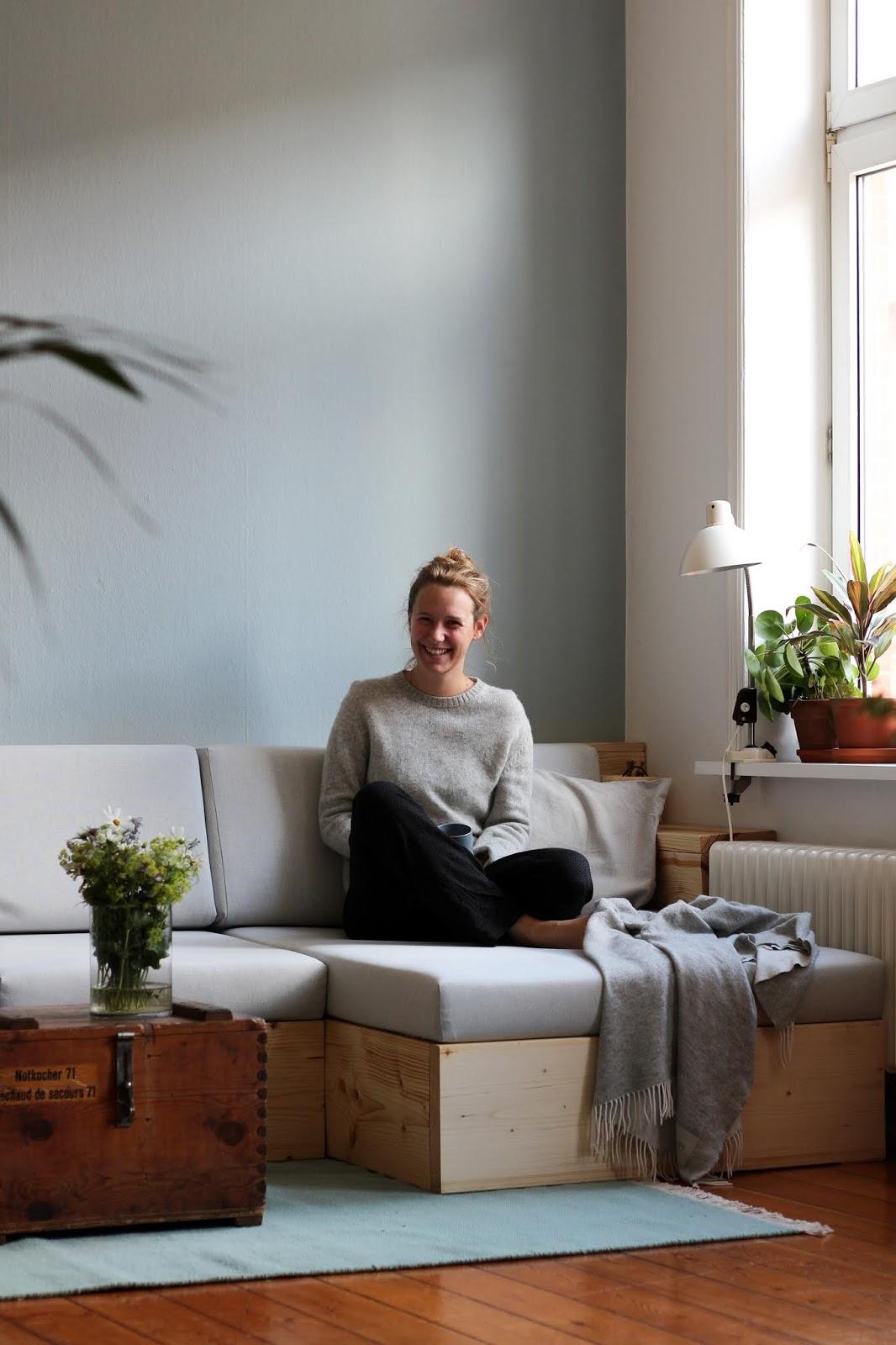 20 Tage Arbeit, ein Sofa. [Anzeige]   Johanna Brüggemann